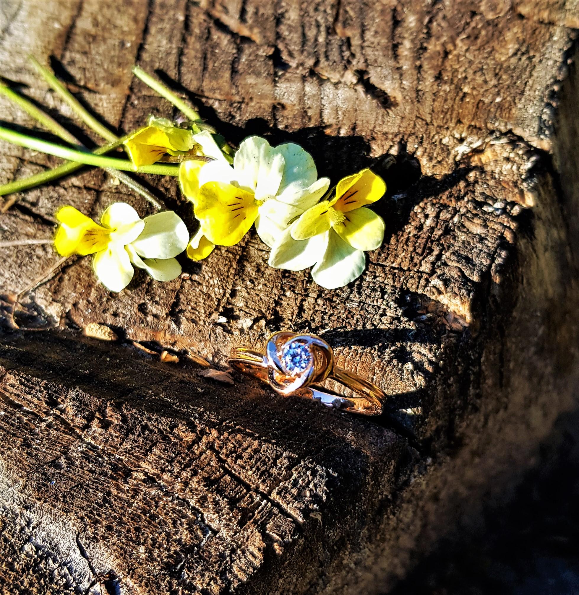 Красивое золотое кольцо цена производителя