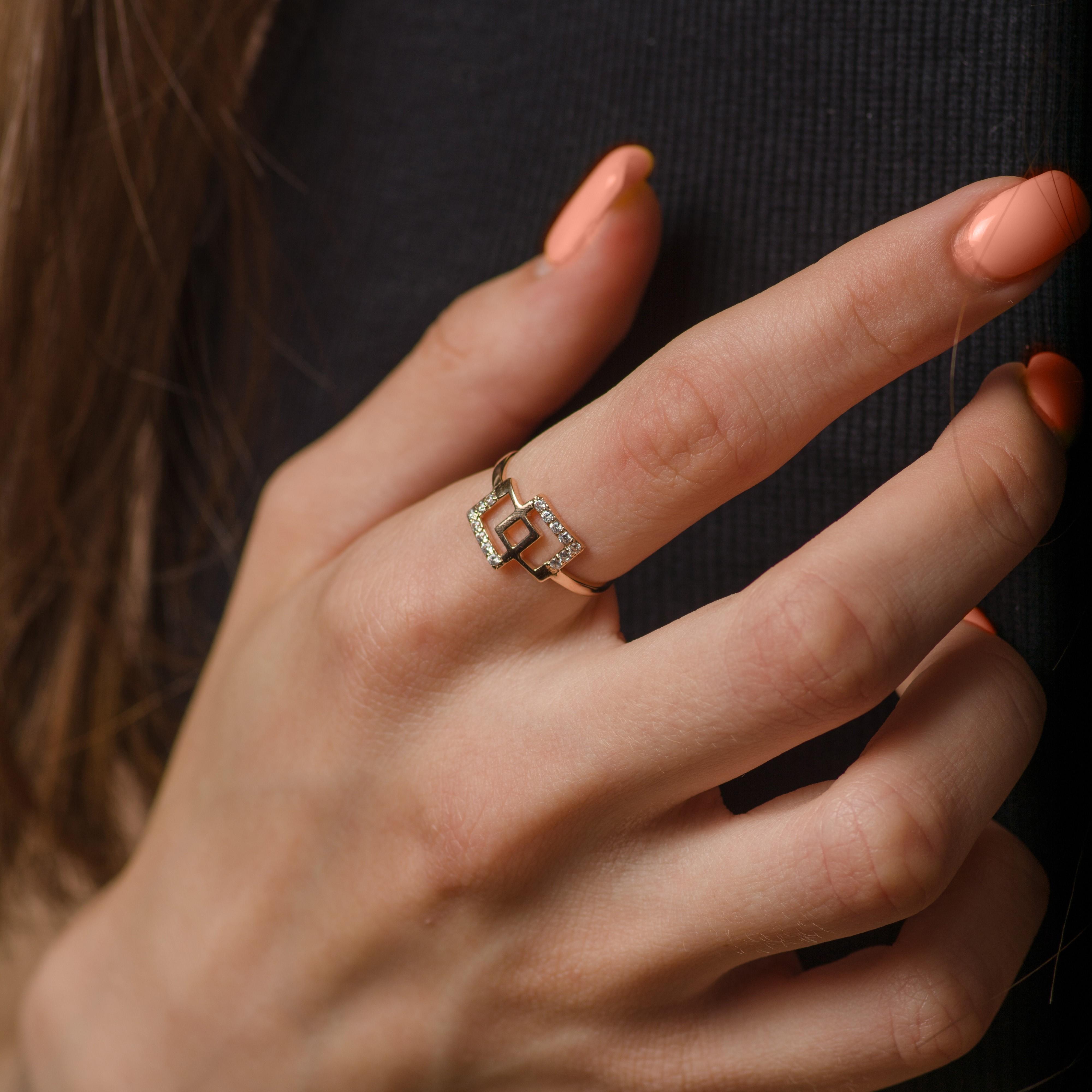 Модное золотое кольцо по низкой цене производителя